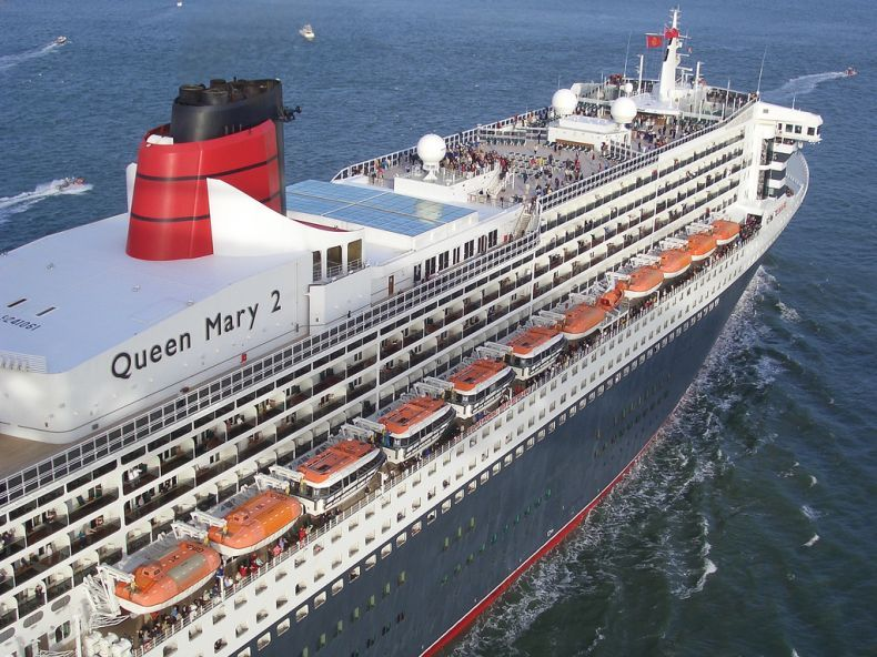 Круизный лайнер Queen Mary II (28 фото)