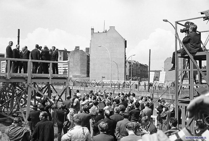the berlin wall a history of isolation in germany
