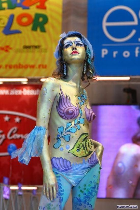 Body Paint Girl The Girl Who Gets Painted - YouTube
