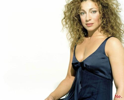 Alex Kingston (10 фотографий)