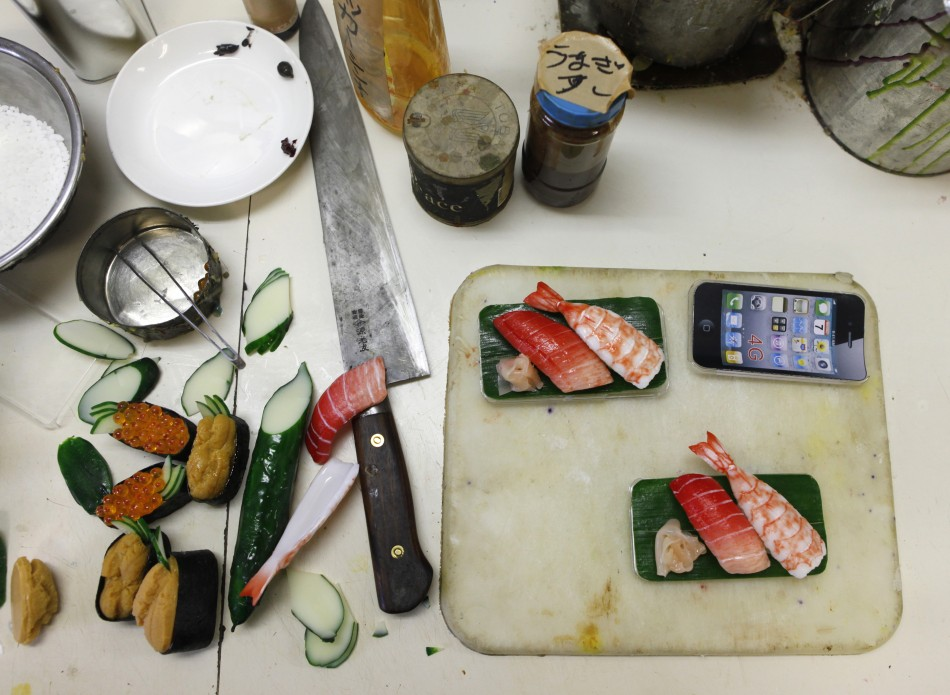 139728 decorate iphones with shushi photos Вкусные чехлы для IPhone