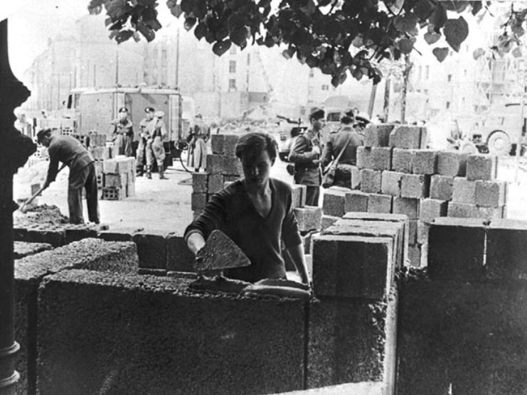 a short history of the berlin wall From the fall of the berlin wall to the german 12 historical events that shaped berlin this devastation gave berlin its beloved juxtaposition of history and.