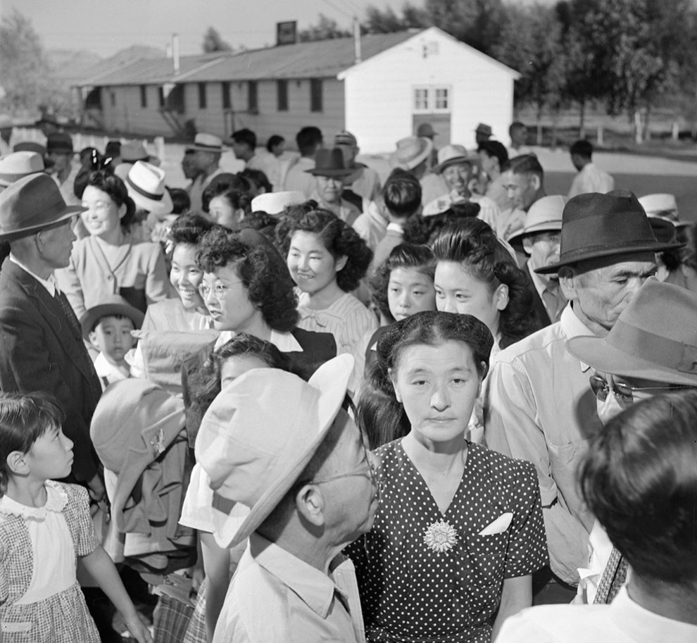 photos of japanese american children in internment Japanese-americans in san francisco line up to register for evacuation and housing image: library of congress a man in pasadena packs his car with belongings before heading to the manzanar war when i was a teenager, i had many after-dinner conversations with my father about our internment.
