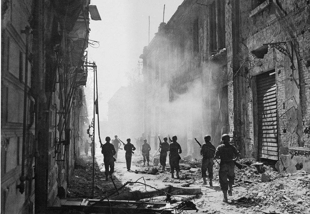 italy world war World war ii military disaster only in june 1940, when france was about to fall and world war ii seemed virtually over, did italy join the war on germany's side, still hoping for territorial spoils.