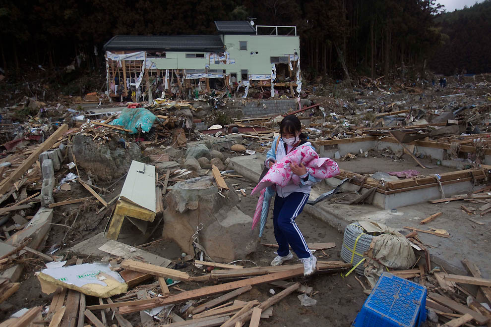 essay on tsunami in japan in hindi Essay of japan tsunami in hindi tsunami in japan japan was hit by a 90 magnitude earthquake on march 11, 2011, that triggered a deadly 23-foot tsunami in the country's north.